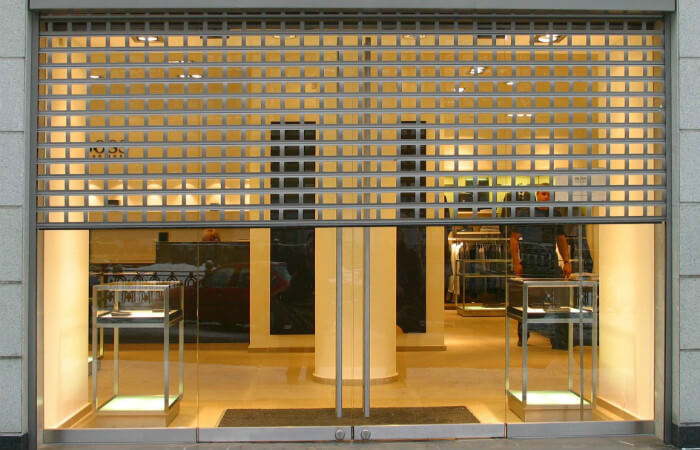 Safety grille for shops, points of sales