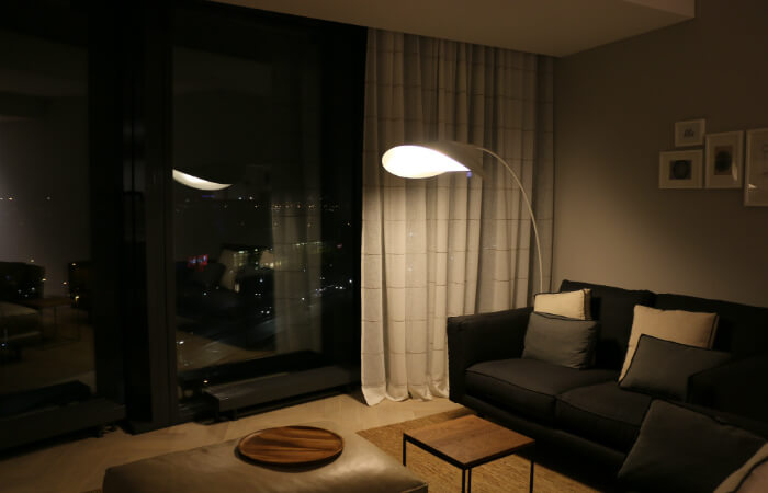Z-Towers DEMO dzīvoklis - motorizēti lina aizkari