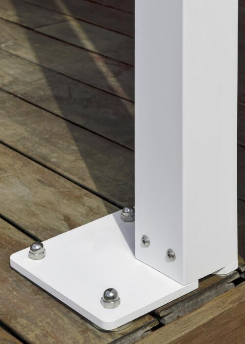 Azore – alumīnija nojume/ pergola ar sunbraker alumīnija lamelēm jumtam (ražotājs RENSON - Beļģija) - balsta kāja ar ūdens atverēm